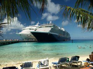 1106432_cruise_ships_at_grand_turk